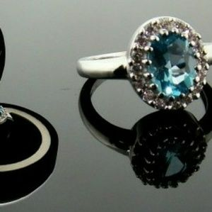 NEW gorgeous blue topaz ring size 7